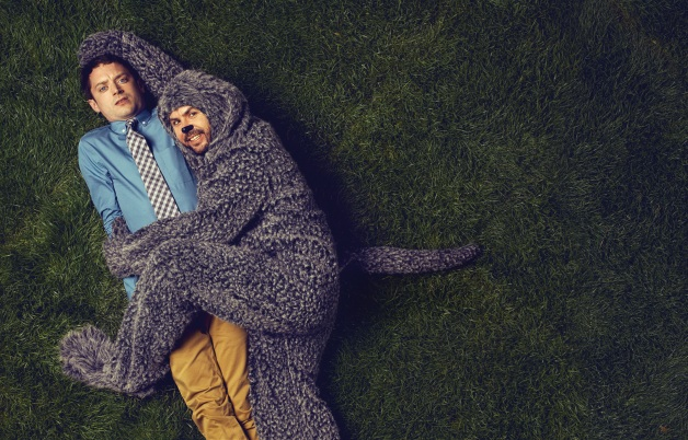 WILFRED: L-R: Elijah Wood as Ryan and Jason Gann as Wilfred. CR: FX.